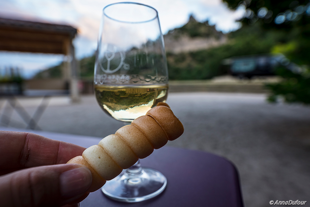 Go local – wine and biscuit at St-Péray / Consommer local à St-Péray.